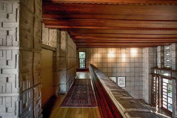 Frank-Lloyd-Wright-Millard-House-mezzanine-hall-with-persian-rug